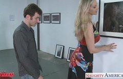 يقترح عليها الجار ممارسة الجنس الوحشي معه