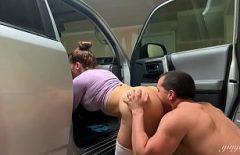 هو مارس الجنس مع مدرس مفلس في السيارة