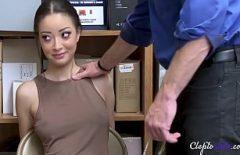 هو مارس الجنس مع شرطي من قبل رئيسها