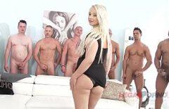 بيلا تمارس الجنس مع مجموعة كبيرة من الرجال