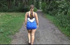 الجنس يمارس الجنس من قبل سيارة منحنى الغابات
