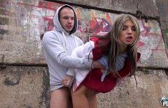 Xxx في الشارع مع اغتصاب متشرد عذراء جميلة