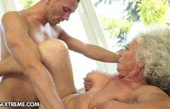 الجدة الرومانية تمارس الجنس مع ابنها الضار