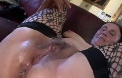 فيديو الإباحية سيدة عجوز بلا أسنان في فمها يمارس الجنس مثل مجنون