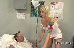 الإباحية مع ممرضة الديك جيدة جدا يجعل المريض سعيدا