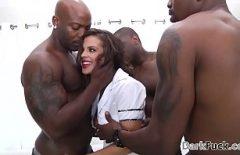 ممارسة الجنس مع ثلاثة السود ما فوت سبارتا سمراء كس