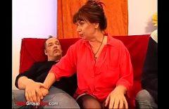 امرأة هولندية تم تصويرها عند صنع أفلام إباحية مع زوجها