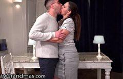 قبلة مكثفة مع جبهة مورو وصديقته الديك لطيف