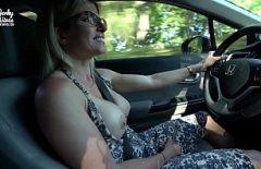 السائق البهيج يمارس الجنس بشكل جيد مع صديقها الرائع