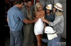 Xxx مع رجال الاطفاء يغتصبون شقراء تواجه الجميع