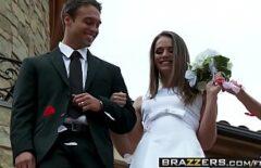 العروس تمارس الجنس ليومها مع ضيف خاص