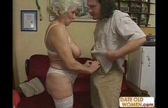 امرأة رومانية عجوز تصنع أفلامًا إباحية مع رجل غير مغسول