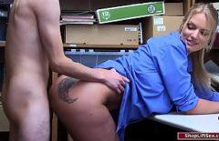 فيلم Pornokk يطلق النار عليها في المكتب