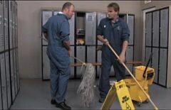 تنظيف الرجال يمارس الجنس مع 3 كس الغوص