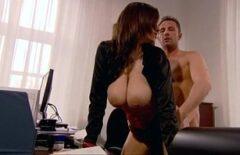 الجنس الحسي مع ممثلة فيلم اباحي مجانية مارس الجنس في مكتبها
