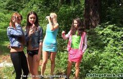 في نزهة في الغابة مارس الجنس بشكل جيد المزيد من الفتيات الصغيرات