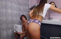 يمارس الجنس مع حماته الثلاثون مع شاب يمارس الجنس مع امرأة في الحمام