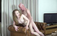 ممارسة الجنس مع هذا سانتا الملاعين حفيدته على ظهرها